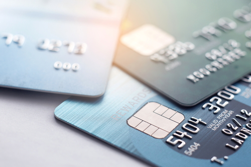 Bei einigen Anbietern gehört neben der EC-Karte auch die Kreditkarte zum kostenlosen Service dazu